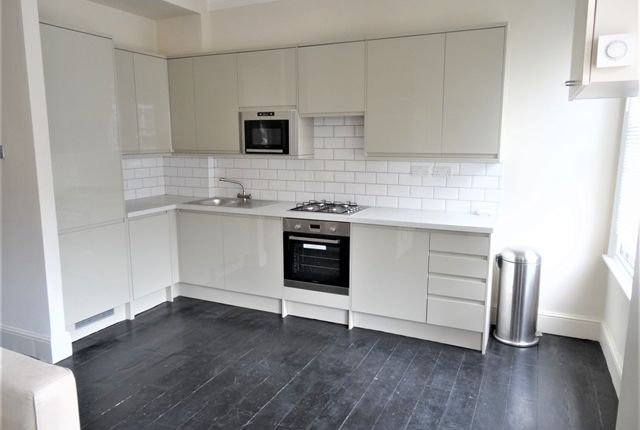 2 bed flat to rent in Comyn Road, London SW11