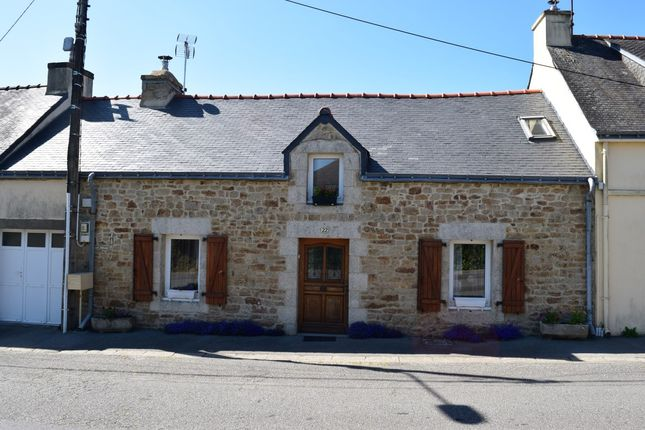 Terraced house for sale in 56770 Plouray, Morbihan, Brittany, France