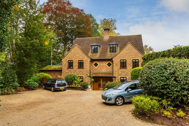 Thumbnail Semi-detached house for sale in Ashwood Road, Woking