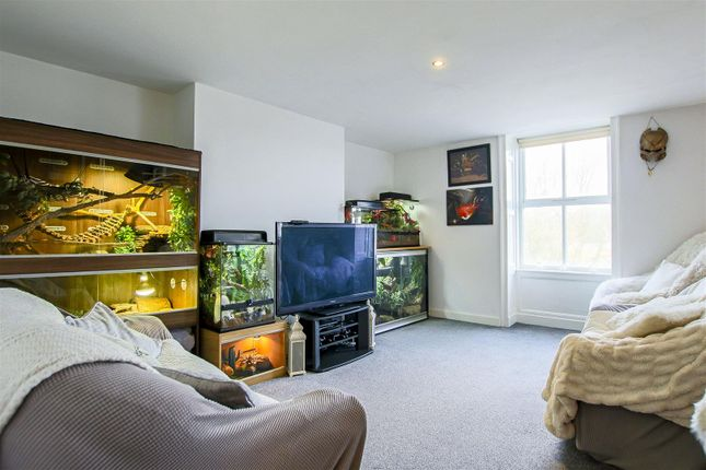 2 bed flat for sale in Westgate, Burnley BB11