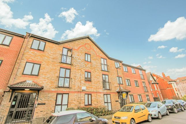 1 bed flat for sale in Court Road, Southampton SO15