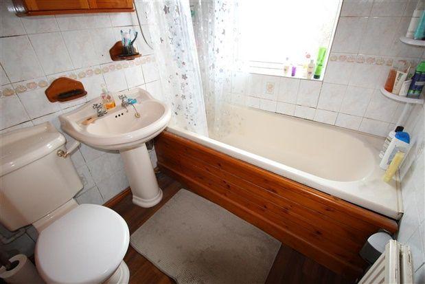 Bathroom of Balmoral Avenue, Leyland PR25