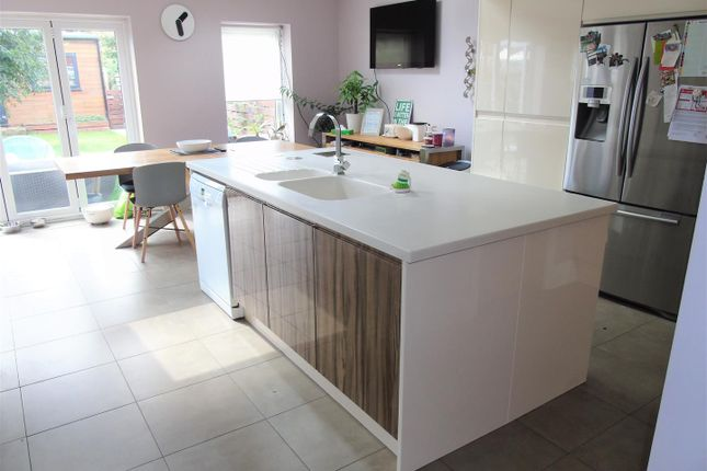 Kitchen5 of Greenside Avenue, Aintree, Liverpool L10