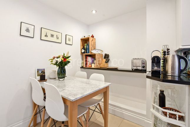 Thumbnail Flat for sale in Hornsey Rise, London