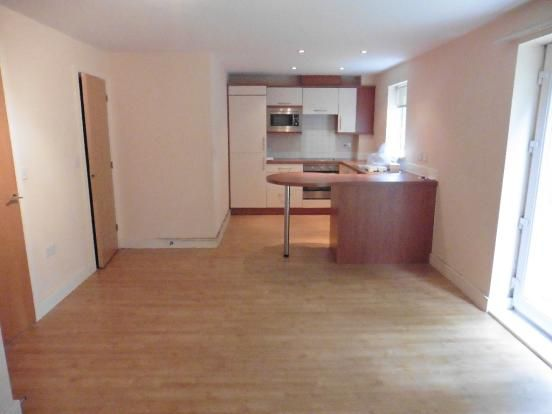 2 bed flat to rent in Aston Court, West Bromwich