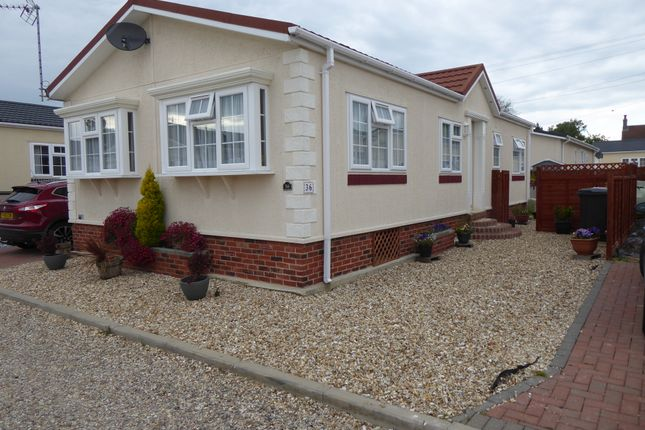 Thumbnail Mobile/park home for sale in Gattington Park, Hurnbridge Road, Hawthorn Hill, Conningsby, Lincolnshire