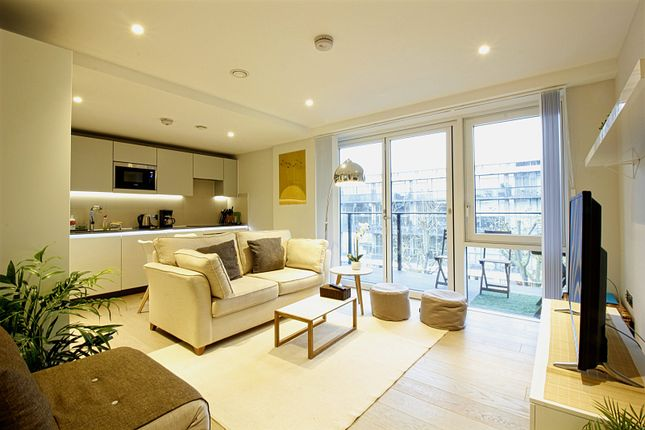 2 bed flat to rent in The Merchant Building, 38 Wharf Road, London, Greater London