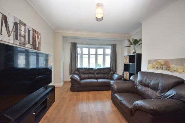 3 bed semi-detached house to rent in Cardinal Drive, Ilford IG6