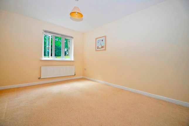 2 bed flat to rent in Sir Charles Irving Close, Cheltenham GL50