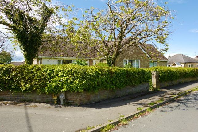 Thumbnail Bungalow for sale in Quartermain Road, Chalgrove, Oxford