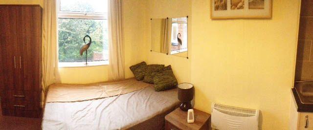Thumbnail Studio to rent in Hollyshaw Lane, Leeds
