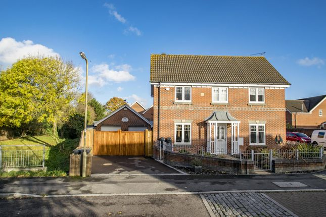 Thumbnail Detached house for sale in Middle Furlong, Didcot