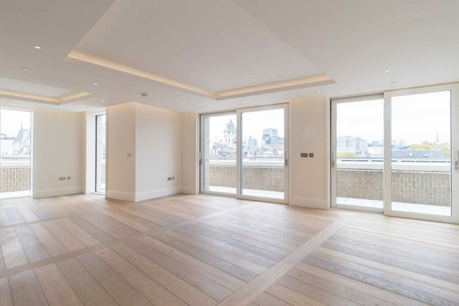 Thumbnail Flat to rent in Strand / Milford House, London