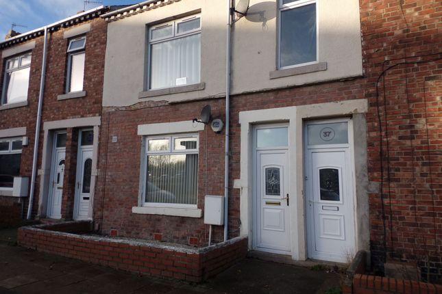 Thumbnail Flat to rent in Ravensworth Road, Dunston, Gateshead