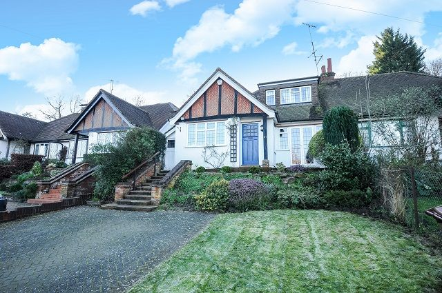 Thumbnail Detached bungalow to rent in Clements Road, Chorleywood, Rickmansworth