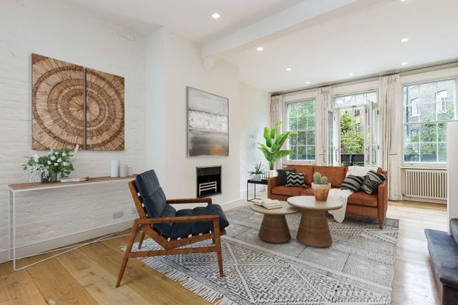 Town house to rent in Mercer Street, London