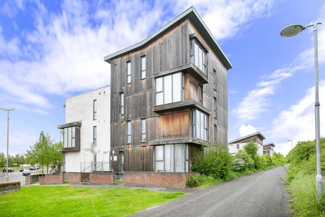 2 bed flat to rent in Banbury Way, Basingstoke, Hants RG24