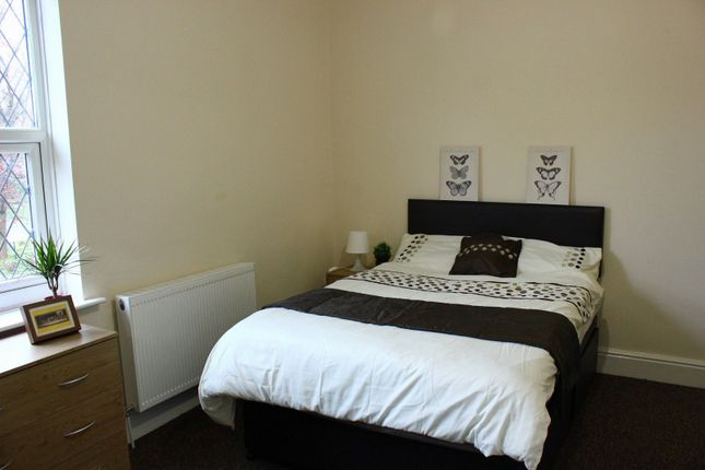 Thumbnail Shared accommodation to rent in Chester Road, Warrington