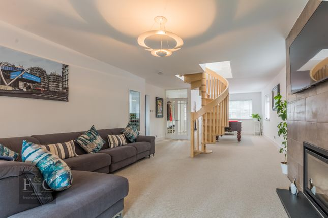 4 bed property for sale in Shooters Drive, Nazeing, Waltham Abbey
