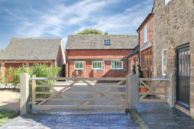 Gated Access of Woodhouses, Melbourne, Derbyshire DE73