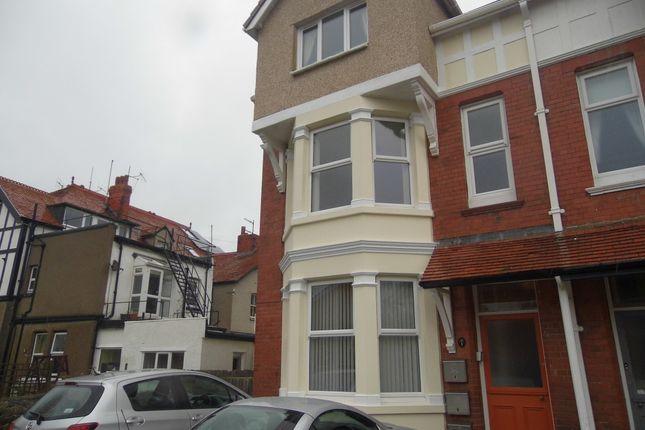 2 bed flat to rent in Harcourt Road, Llandudno LL30