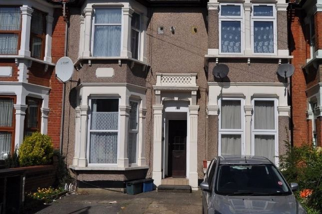 Thumbnail Flat to rent in The Drive, Illford Essex
