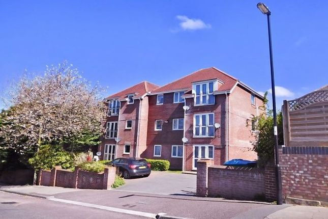 Thumbnail Flat to rent in Norris Hill, Southampton
