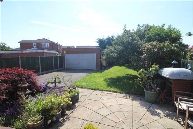Garden of Midgeland Road, Blackpool FY4