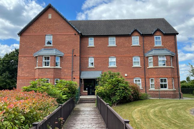 2 bed flat to rent in Collingwood Close, Hazel Grove, Stockport SK7