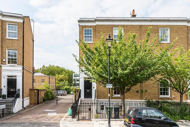 Thumbnail Town house to rent in Stockwell Park Crescent, London