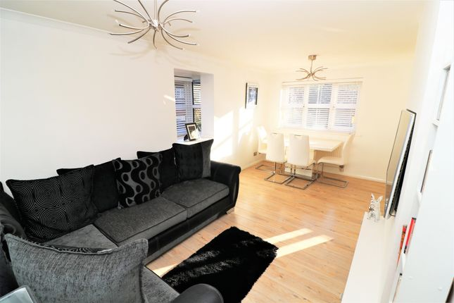 2 Bed Flat For Sale In The Ridgeway Chingford E4 Zoopla