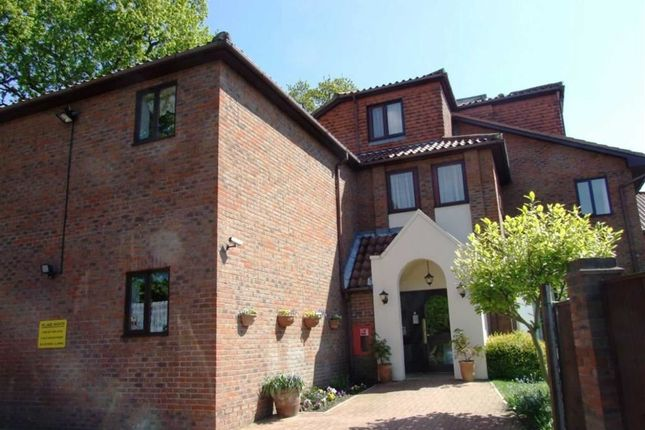 Thumbnail Flat to rent in Village Heights, 72 Chingford Lane, Woodford Green