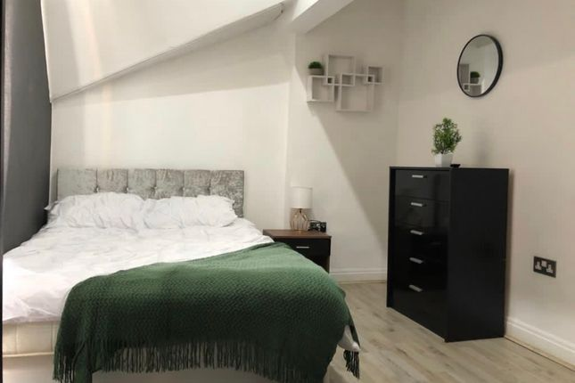 Room to rent in 39 Croxteth Road, Liverpool L8