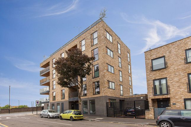 Thumbnail Maisonette for sale in Queens Road West, London