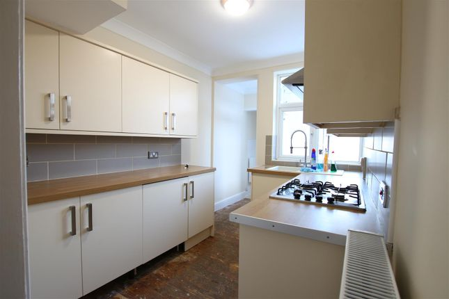 3 bed terraced house to rent in Abbots Way, Northampton