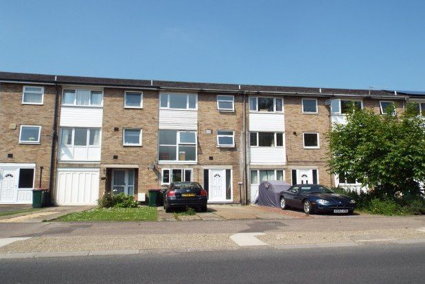 Thumbnail Town house to rent in Weald Drive, Crawley