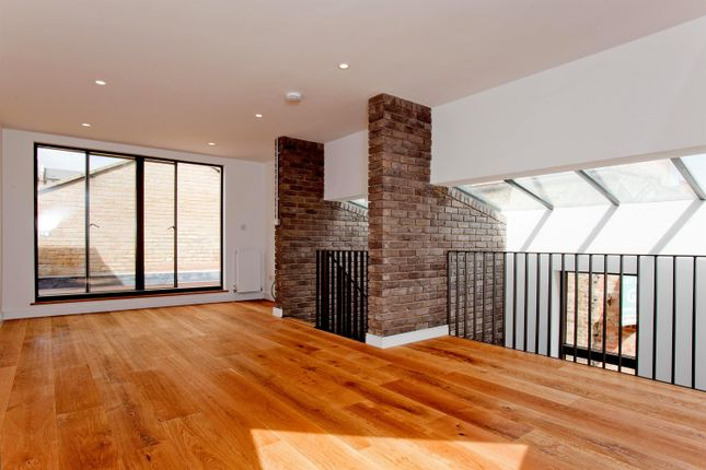 Thumbnail Terraced house to rent in Voss Street, Shoreditch