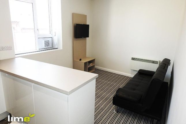2 bed flat to rent in Paragon Street, Hull
