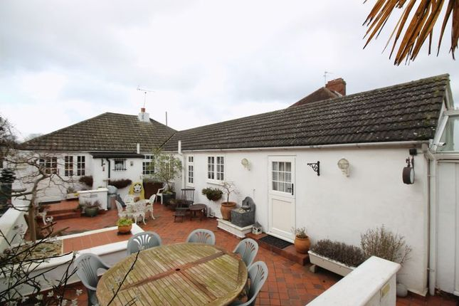 Thumbnail Property for sale in Smithy Lane, Lower Kingswood, Tadworth