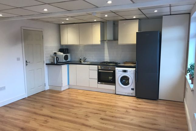 Thumbnail Duplex to rent in Stratford Road, Shirley, Solihull