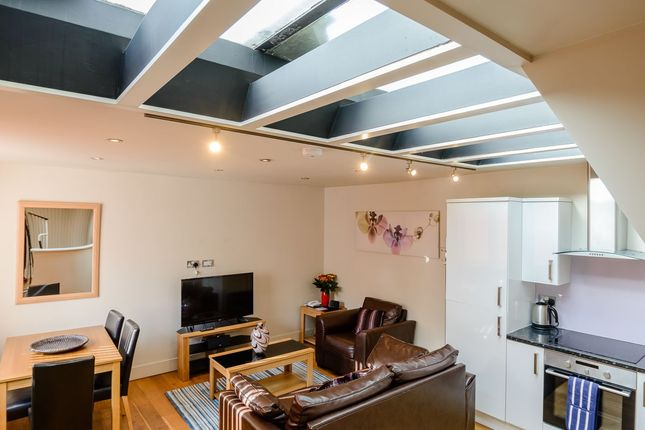 Thumbnail Flat to rent in Red Lion Street, London