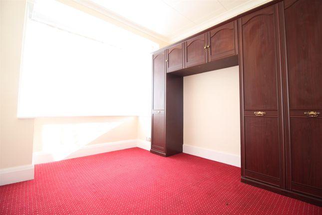 Bedroom 1 of Eastmead Avenue, Greenford UB6