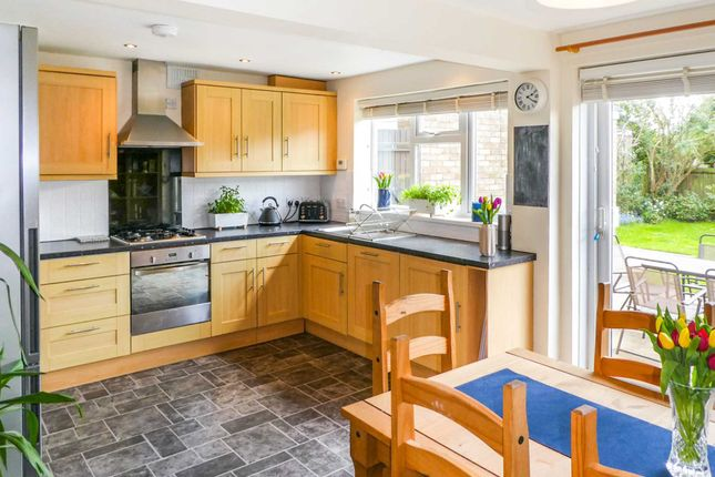 3 bed semi-detached house to rent in Godfrey Close, Radford Semele, Leamington Spa CV31
