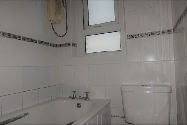 Bathroom of Glencairn Street, Stevenston KA20