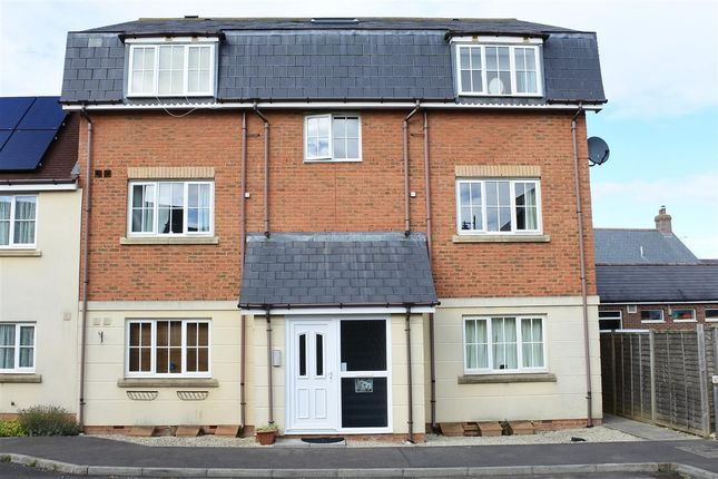 Thumbnail Flat to rent in Cresscombe Close, Gillingham