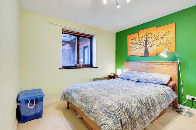 Bedroom of Woodridge Close, The Ridgeway, Enfield EN2