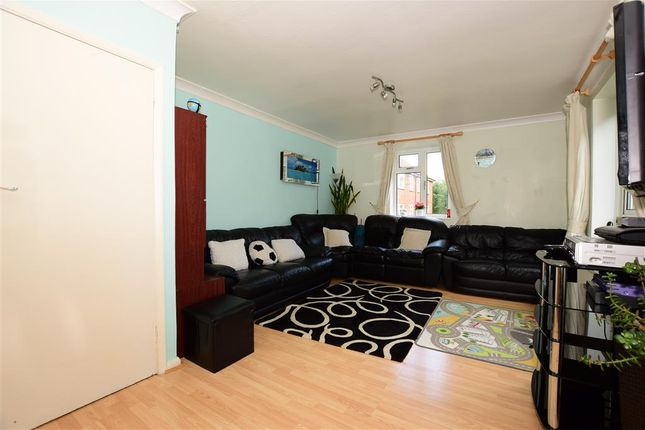 Thumbnail Maisonette for sale in Hillyfields, Loughton, Essex