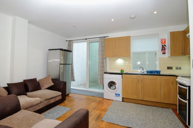 Thumbnail Maisonette to rent in Benhill Road, Camberwell Green, London