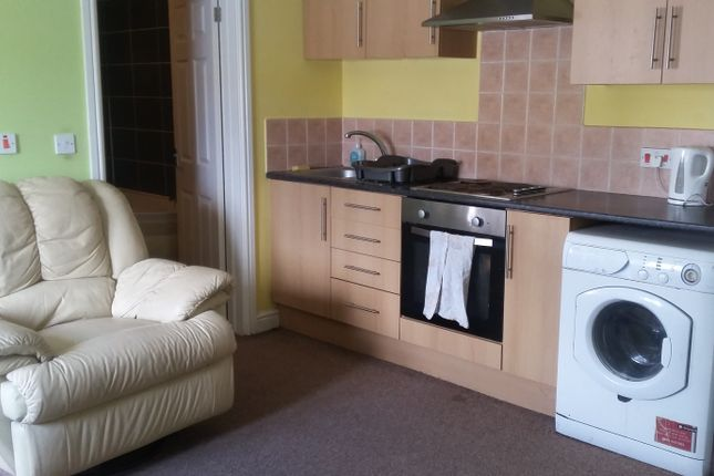 Thumbnail Flat to rent in Fore St, Callington