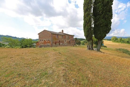 Farmhouse for sale in Chiusi, Chiusi, Siena, Tuscany, Italy